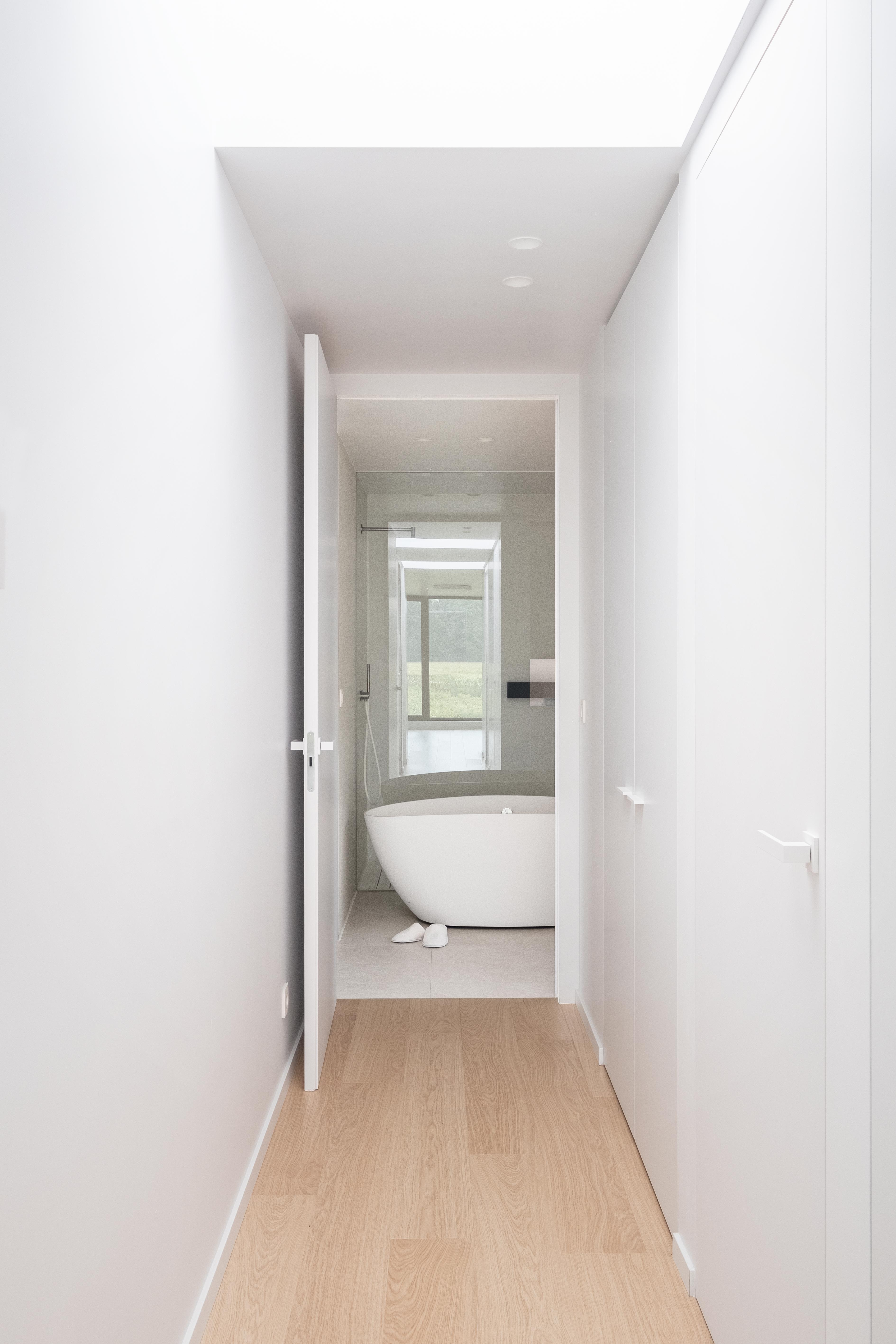 Frameless door